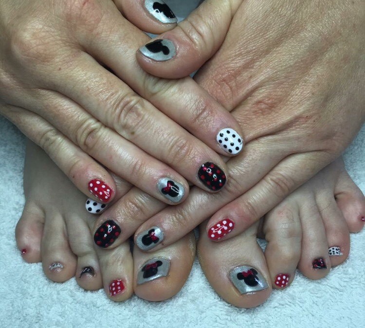 Nailtechnician buttonnailslovesmakeup holiday nails theres are always fabulous and fun i do countless holiday nails in the summer this is a time where even the most neutral girls like a solutioingenieria Choice Image
