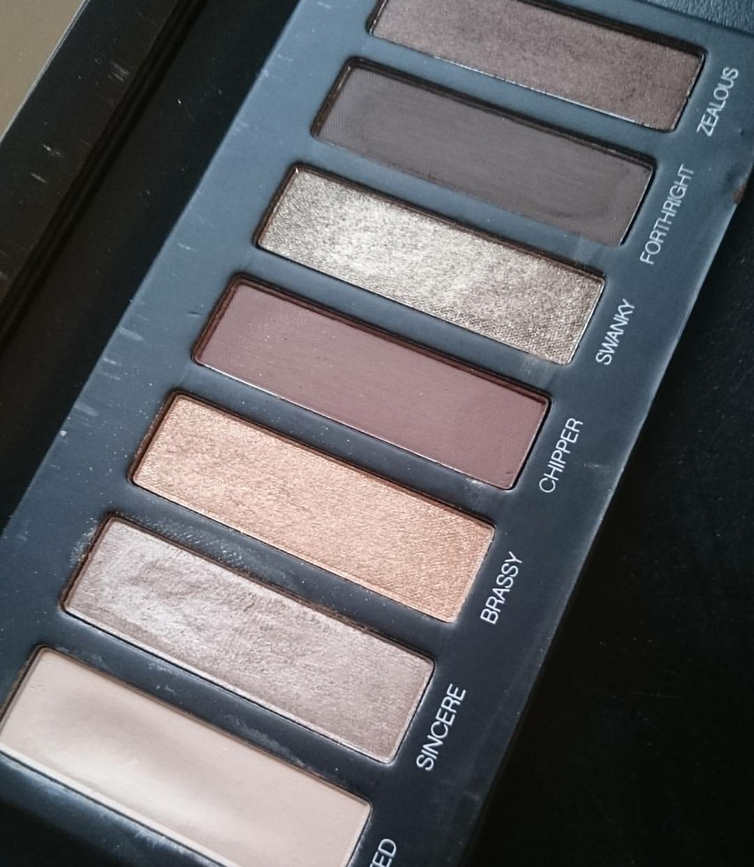Younique Addiction Moodstruck 1 Eyeshadow Palette Review